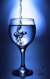 玻璃液体倾吐 库存图片