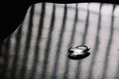玻璃片断在黑暗的背景的 图库摄影
