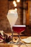 玻璃特写镜头视图与酒精鸡尾酒的 免版税库存图片