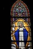 玻璃玛丽圣徒被弄脏的视窗 免版税库存照片