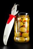 玻璃瓶子用罐子橄榄和开罐头用具 免版税库存图片