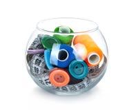 玻璃瓶子,按钮,磁带评定和丝球 库存照片