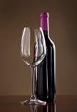 玻璃瓶红葡萄酒 免版税库存图片