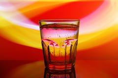 玻璃用水,抽象颜色背景 图库摄影