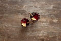 玻璃用被仔细考虑的酒 免版税库存图片