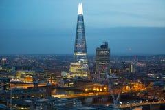 玻璃碎片在伦敦桥梁的 日落的伦敦市 企业和银行业务在黄昏的唱腔视图 伦敦英国 免版税库存图片
