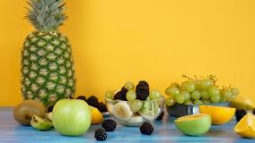 玻璃碗用可口水果沙拉 影视素材