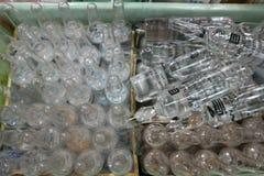 玻璃管的关闭,投入了医生的很多疫苗 库存图片