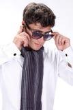 玻璃英俊的人纵向年轻人 免版税图库摄影