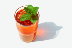 玻璃被冰的刷新的茶 免版税库存照片