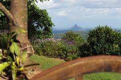 玻璃议院山内地的山景 免版税库存图片