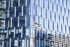 玻璃镜子蓝色房子办公楼抽象背景t 免版税图库摄影