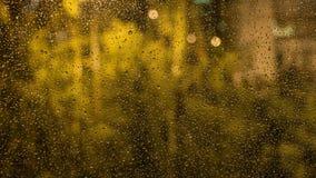玻璃雨珠视窗 从窗口的看法 免版税图库摄影