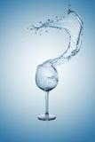 玻璃飞溅水酒 免版税库存图片