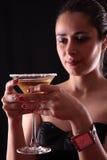 玻璃马蒂尼鸡尾酒妇女 库存图片