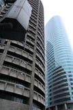 玻璃高马尼拉办公室上升钢 免版税库存照片