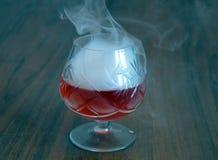 玻璃,饮料,鸡尾酒,酒精,红色,酒,饮料,马蒂尼鸡尾酒,被隔绝,液体,果子,点心,白色,寒冷,食物,冰, strawberr 免版税库存照片