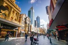 珀斯,澳大利亚- 2017年7月12日:干草街道,步行shoppin 库存图片