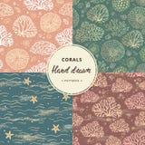 珊瑚和海无缝的样式的手拉的收藏与附加要素的以各种各样的颜色 向量例证