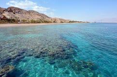 珊瑚海滩自然保护海景在埃拉特,以色列 库存照片