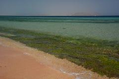 珊瑚礁和Tiran海岛 Sharm El Sheikh 红海 埃及 免版税库存图片
