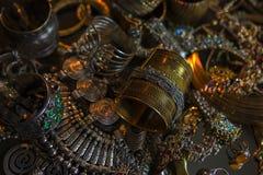 珍宝,套美丽的东方金新娘首饰(印地安人, 免版税库存图片