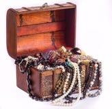 珍珠和宝物箱 库存照片