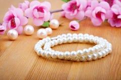 珍珠手镯 免版税库存图片