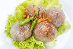 珍珠粉与猪肉装填的西米球服务与菜和c 库存图片