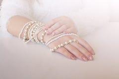 珍珠镯子。 免版税库存照片