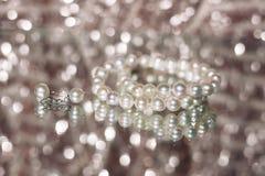 珍珠项链和耳环 库存照片