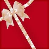 珍珠颜色与丝带的礼物弓在红色 10 eps 免版税库存照片