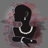 珍珠首饰的立场在创造性的背景 库存图片