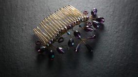 珠宝商耳环和梳子手工制造,转动的溢出 股票视频