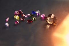 珠宝或宝石在黑亮光颜色,演播室射击了美丽的宝石 免版税图库摄影
