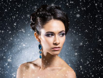 珠宝的年轻,美丽和富有的妇女 库存照片