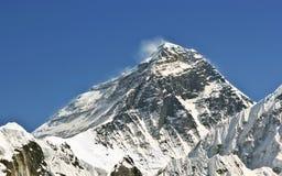 珠峰(8848 m)尼泊尔美丽的景色  库存图片