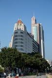 珠江的远景在广州,广东,中国 在它前面的大厦曾经是在S的高楼 免版税库存照片