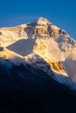 珠穆琅玛山顶日落视图在珠穆琅玛营地的 免版税库存图片