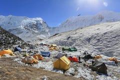 从珠穆琅玛艰苦跋涉尼泊尔的海岛高峰basecamp 库存照片