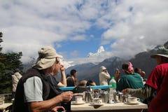 珠穆琅玛艰苦跋涉尼泊尔|发现极大的山刚好在您的眼睛之前 库存图片