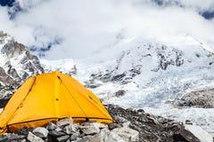 珠穆琅玛营地和帐篷 库存照片