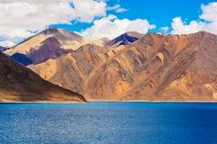 班公错,美丽的喜马拉雅湖,拉达克,北印度 免版税库存图片