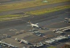 班机准备好返回的推进上升 免版税图库摄影
