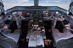 班机巴西航空工业公司195飞行员cocpit 免版税库存照片