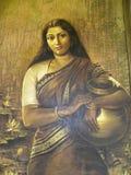 班格洛,卡纳塔克邦,印度- 2009年一名农村印地安妇女的1月1日艺术绘画班格洛宫殿的 免版税图库摄影