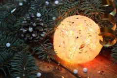 球两个圣诞节图象摄影师使用的属性结构树 免版税库存照片