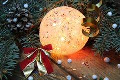 球两个圣诞节图象摄影师使用的属性结构树 图库摄影