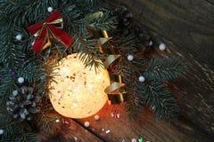 球两个圣诞节图象摄影师使用的属性结构树 库存照片
