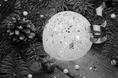 球两个圣诞节图象摄影师使用的属性结构树 库存图片